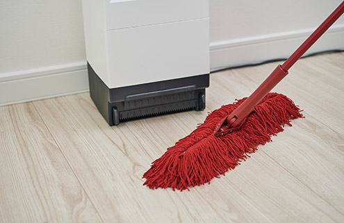 掃除機の出し入れの手間なし。いろんなおうちのリビングに似合うデザインです