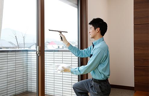 雨や砂ぼこりなどの汚れをプロの技術で洗い落とし、クリアな窓に生まれ変わります
